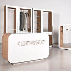 Crea il tuo arredamento in cartone riciclato, per un negozio in perfetto green style con le creazioni di Corvasce Design. #corvascedesign #design #retail #cardboard #greenstyle