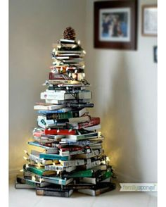 Thinking about having an alternative Christmas tree? Want to see the best ideas? We've rounded up the top 16 alternative Christmas tree ideas. Book Christmas Tree, Book Tree, Christmas Hacks, All Things Christmas, Winter Christmas, Christmas Holidays, Christmas Crafts, Merry Christmas, Christmas Decorations