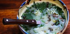 Ciorba de mielut cu leurda si leustean, o reteta inedita. Wild Garlic, Palak Paneer, Soul Food, Cheeseburger Chowder, Food To Make, Soup, Cooking, Ethnic Recipes, Kitchen