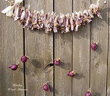 Girlande Evening, aubergine, rosa von Karlas Wood-Dreams