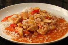 Kylling i hjemmelavet sur/sød sauce med ris - Madopskrifter.nu