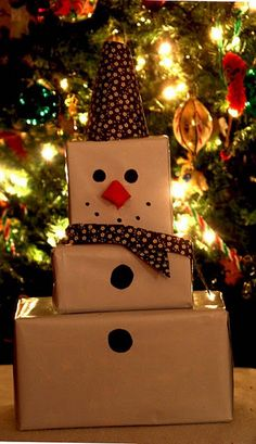 boxes into snowman Christmas wrapping great way to wrap a few presents for the same person with a real scarf and hat! Diy Snowman, Christmas Snowman, Christmas Diy, Christmas Ornaments, Christmas Nails, Holiday Nails, Outdoor Christmas, Snowman Hat, Christmas Lights