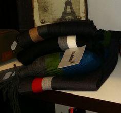 ¿No encuentras el regalo perfecto para caballero? ¡Nosotros lo tenemos! Relojes, carteras, bolígrafos, bufandas, camisas y muchas cosas más para él.