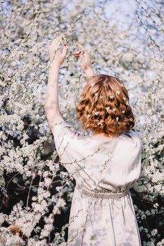 Take a beautiful back photo? You must learn these tricks! Spring Photography, Girl Photography, Creative Photography, Flower Photography, People Photography, Landscape Photography, Photography Ideas, Travel Photography, Flower Aesthetic