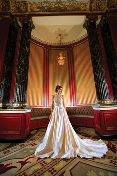 Yes, yes! A fabulous shot from the 2015 Wedding Guide Chicago fashion photo shoot! Photo by @theandrelacour at Palmer House.