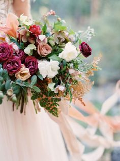 Bold Fall Mountain Bouquet | Cassidy Carson Photography | http://heyweddinglady.com/pacific-northwest-fall-wedding-inspiration/