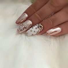 Nail design chic pathos decorated with spikes.