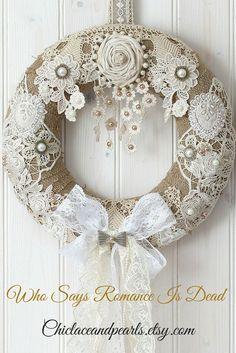 A beautiful handmade wreath shabby chic decor, shabby chic wreath, . - A beautiful handmade wreath of shabby chic decor, shabby chic wreath, … – Shabby Chic Home Deco - Arte Shabby Chic, Couronne Shabby Chic, Shabby Chic Kranz, Shabby Chic Weihnachten, Shabby Chic Zimmer, Cocina Shabby Chic, Casas Shabby Chic, Shabby Chic Vintage, Shabby Chic Wreath