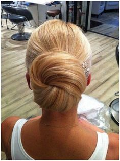 classic wedding hair Classic Wedding Updos For Your Special Day Unique Wedding Hairstyles, Bride Hairstyles, Updo Hairstyle, Fancy Hairstyles, Latest Hairstyles, Vintage Hairstyles, Wedding Hair And Makeup, Hair Makeup, Wedding Updo