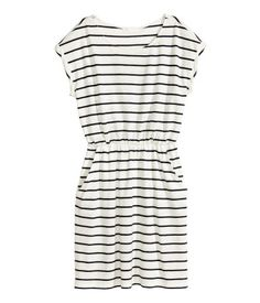 White/striped. Short-sleeved dress in slub jersey with elasticized waistband and side pockets.