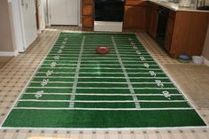great idea for tailgating at the stadium or as a decoration in any sports themed bedroom or birthday party. You could easily use the same basic ideas to make a soccer field or baseball diamond, too.