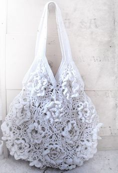 ♥ would be fun to make a purse out of doilies