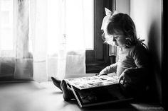9 aholku eta ekintza txikien irakurzaletasuna sustatzeko. Umea, Selfie, How To Plan, Story Time, Storytelling, Story Characters, Fabric Books, Reading, Tips