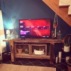Etabli de menuisier bois ancien vintage -->meuble TV Deco Tv, Deco Studio, North Shore, Flat Screen, Sweet Home, Shabby Chic, Loft, Tvs, Salons