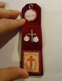 Vintage pocket shrine leather case scapular agnus dei for Cross in my pocket craft