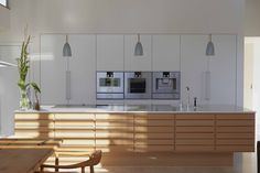 The iconic Form 1 / Whitepigmented oak is a timeless and classic kitchendesign.
