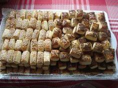 Szeretem készíteni, alig van vele munka :) Este begyúrom, előkészítem, másnap szeletelem, sütöm. Ennyi az egész! Mellesleg az íze sem elhany... Hungarian Desserts, Hungarian Cake, Salty Snacks, Fudge, Crisp, Cereal, Stuffed Mushrooms, Muffin, Food And Drink