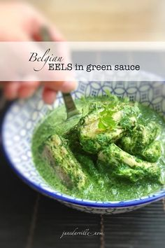 Eels in green sauce, this is a Belgian classic! Paling in 't groen, the herb sauce contains fresh parsley, mint, oregano and chervil! Eel Recipes, Easy Salmon Recipes, Seafood Recipes, Gourmet Recipes, Dinner Recipes, Healthy Recipes, Mediterranean Diet Recipes, Exotic Food, The Fresh