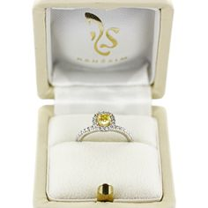 Diamond Ring Prague in Halo Design with a fancy yellow diamond surrounded by brilliants