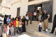 Suriyeli Türkmenlere Bayram Yardımı   İzmir'de Müftülük ve TDV İzmir Şubesi tarafından toplanan yardımlar Suriyeli kardeşlerimize ulaştırıldı