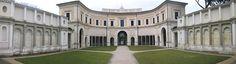 46. VILLA GIULIA (1549-55) FOTO DEL CORTILE, en Roma, PROYECTO DE VIGNOLA Y REALIZADA JUNTO A VASARI Y AMMANNATI  p, Vignola proyectó en 1550, por ENCARGO DE JULIO III,  fueron aconsejados por Miguel Ángel. Hoy museo Arte Etrusco Se considera como una de las representativas del Manierismo.  Su arquitectura, se combina perfectamente  con los jardines, las fuentes y obras de arte que encierra.