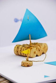 DIY tiny cork sailboat petit #bateau avec des bouchons de liège #activitéenfant