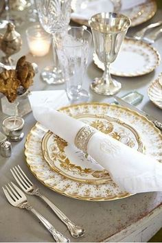 Table setting idea - have most of the pieces already... although I prefer silver instead of gold...