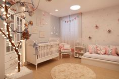 Decorating a room for a baby is always fun and exciting. Need some ideas? The nursery trends prediction here might be intriguing for you. Baby Bedroom, Baby Boy Rooms, Nursery Room, Kids Bedroom, Nursery Themes, Girl Nursery, Princess Nursery, Chic Nursery, Princess Room