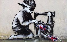 Stecil di Banksy, comparso su un muro di Wood Green High Road a Londra.