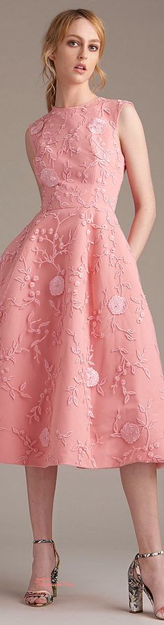 Vez na haljini. #MoniqueLHUILLER