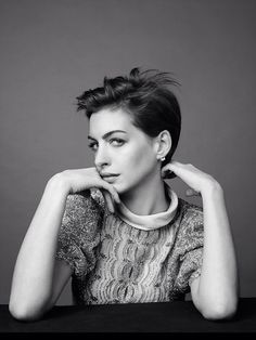 In this post, we've noticed all the stunning things Anne Hathaway has been doing with her pixie cut. If you thought there was just one way to wear this. Anne Hathaway Pixie, Short Hair Cuts, Short Hair Styles, Anne Hattaway, Beautiful Brown Eyes, Pixie Crop, Celebrity Hair Stylist, Hair Stylists, Hollywood