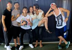 1D with fan... and like this i need a pic like that with them