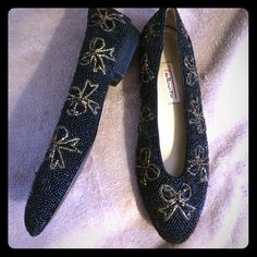 Beaded bows flats by talbots vintage flats Adorable vintage talbots flats, with black beading and tan beaded bows.  excellent condition, by the bottoms they look brand new. No signs of wear! Size 7.5M. Talbots Shoes Flats & Loafers