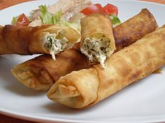 Rollitos de primavera a la parrilla - Kerst tapas - Beef Recipes, Snack Recipes, Healthy Recipes, Healthy Snacks, Plats Ramadan, Turkish Recipes, Ethnic Recipes, Sports Food, Ramadan Recipes