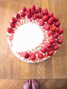 Erdbeer Torte mit Erdbeercurd und Sahne-Joghurt-Creme :) - http://mehlstaubundofenduft.com/2015/05/31/angelfoodcake-mit-erdbeercurd-oder-meine-beste-erdbeertorte-fur-andreas/