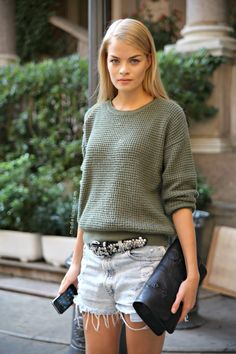 b8e184965750 Slouchy Sweater, Denim Cutoffs, Ripped Denim, Devil Wears Prada, Love  Fashion,