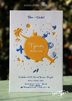 letterpers_letterpress_geboortekaartje_Tijmen_wereld_brazilie_kever_palmboom_relief_blauw_geel_dik_karton
