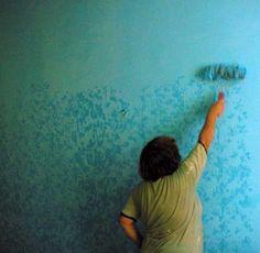 Как покрасить стены пятнисто с помощью модифицированного валика