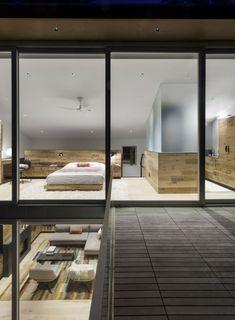 elementos de madera en el dormitorio al estilo minimalista