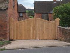 Oak curved top gates by Whitacrebespoke