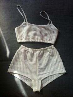 There is 0 tip to buy this jumpsuit. Help by posting a tip if you know where to get one of these clothes. Jolie Lingerie, Lingerie Outfits, Pretty Lingerie, Diy Fashion, Ideias Fashion, Fashion Outfits, Color Fashion, Fashion Today, Vintage Fashion