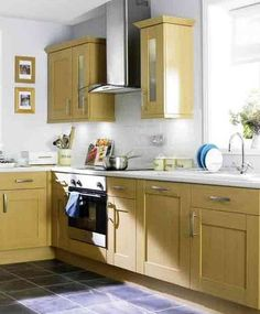 Top trends in kitchen cabinetry design. Kitchen cabinet design for small apartment. L Shaped Kitchen Cabinets, Wooden Kitchen Cabinets, Kitchen Cabinet Design, Kitchen Layout, Kitchen Ideas, Shaker Kitchen, Kitchen Trends, Diy Cabinets, Kitchen Decor