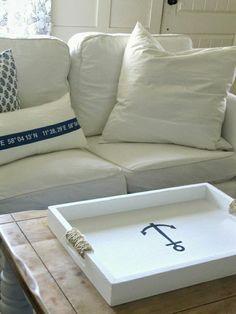 canapé blanc de style marin, coussins blancs pour le salon de style marin, meuble marin