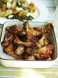 Pilons de poulet à l'ail et aux herbes et salade d'asperges, fenouil, et figues fraîches