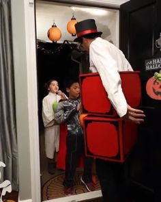 My Halloween hack for 2018 🎃 Great video by Stupid Funny, Funny Cute, The Funny, Funny Jokes, Hilarious, Memes Humor, Funny Illusions, Cool Illusions, Funny Magic Tricks