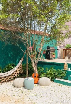 Outside area with pink and green painted walls has barbecue, string of lights, sun lounger, wooden t Amazing Gardens, Beautiful Gardens, Green Painted Walls, Green Wall Decor, Cozy Patio, Surf House, Colorful Garden, Wall Art Designs, Garden Styles