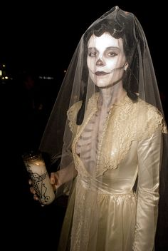 Dia de los muertos - this is a gorgeous costume.