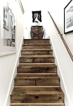 Escalier bois brut