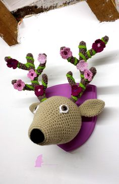 'Adonis', crochet deer head with flowers & tendrils. Woolidermy Heads - Lost in the Wood Crochet Taxidermy, Crochet Deer, Crochet Wool, Crochet Animals, Faux Taxidermy, Crochet Toys Patterns, Stuffed Toys Patterns, Crochet Crafts, Crochet Projects