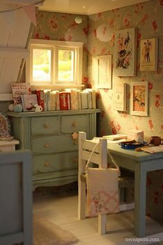 Shabby Chic Dollhouse Bedroom Home Decor Inspiration! Decor, House Design, Shabby Chic, House Interior, Room, Interior, Vintage House, Home Decor, Room Inspiration